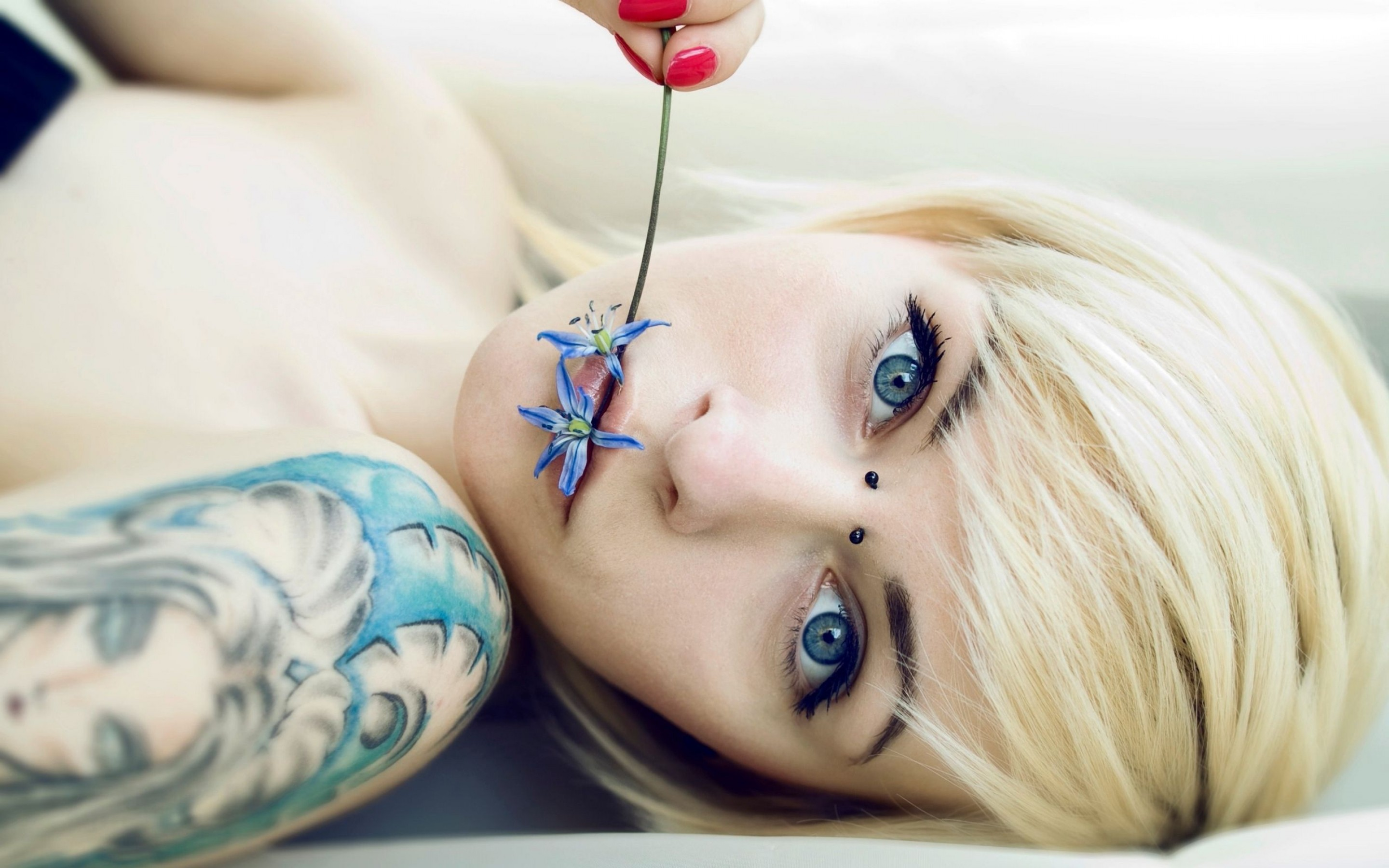 Download Wallpaper Girls Women Tattoo With Tags Face Blonde